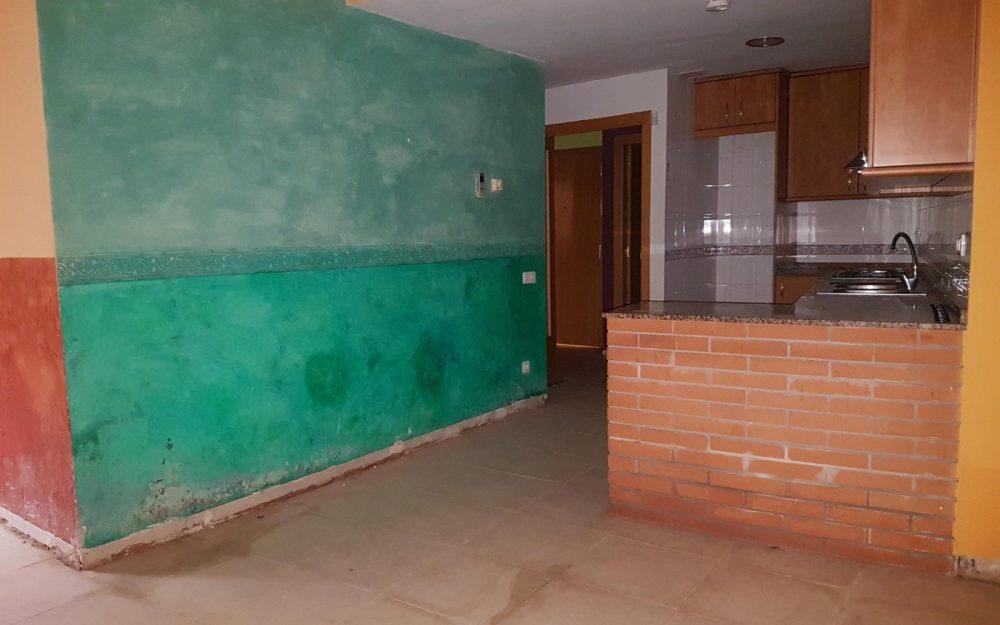 Planta baja de 2 habitaciones con patio en Rubí