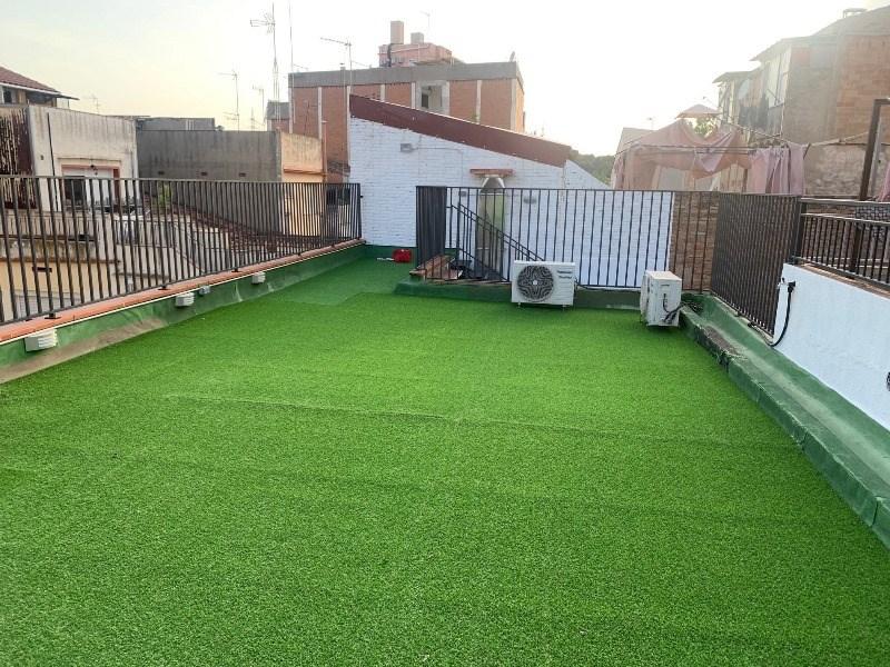 Casa en venta en pleno centro de Rubí con terraza de 55 m2!