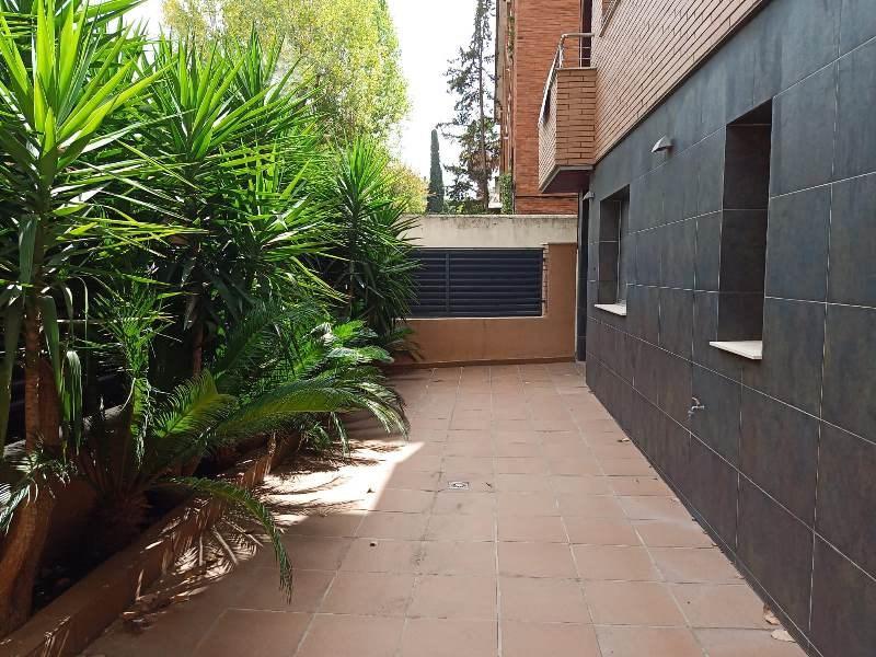 Piso planta baja con terraza y parking en venta en Sant Cugat.