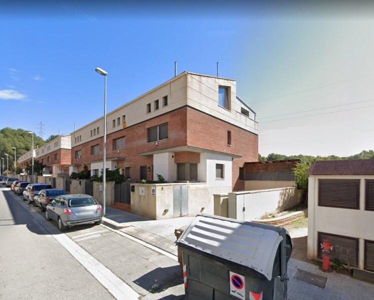 Casa adosada ubicada en la zona Els Nius, Rubí,